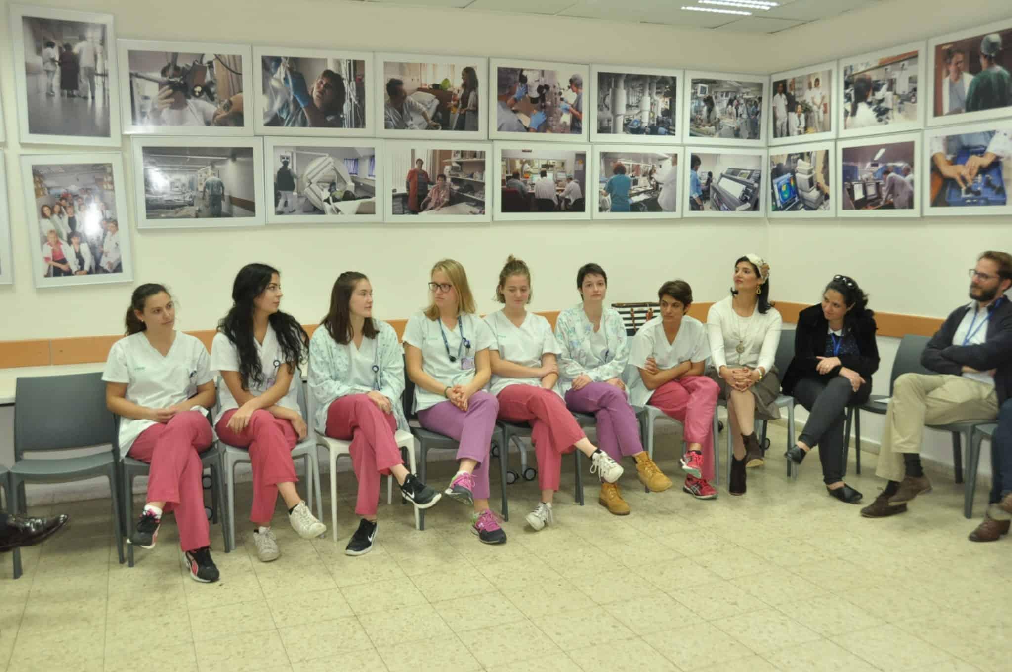 """מתנדבים מאירופה עושים שנת שירות בביה""""ח כרמל בחיפה"""