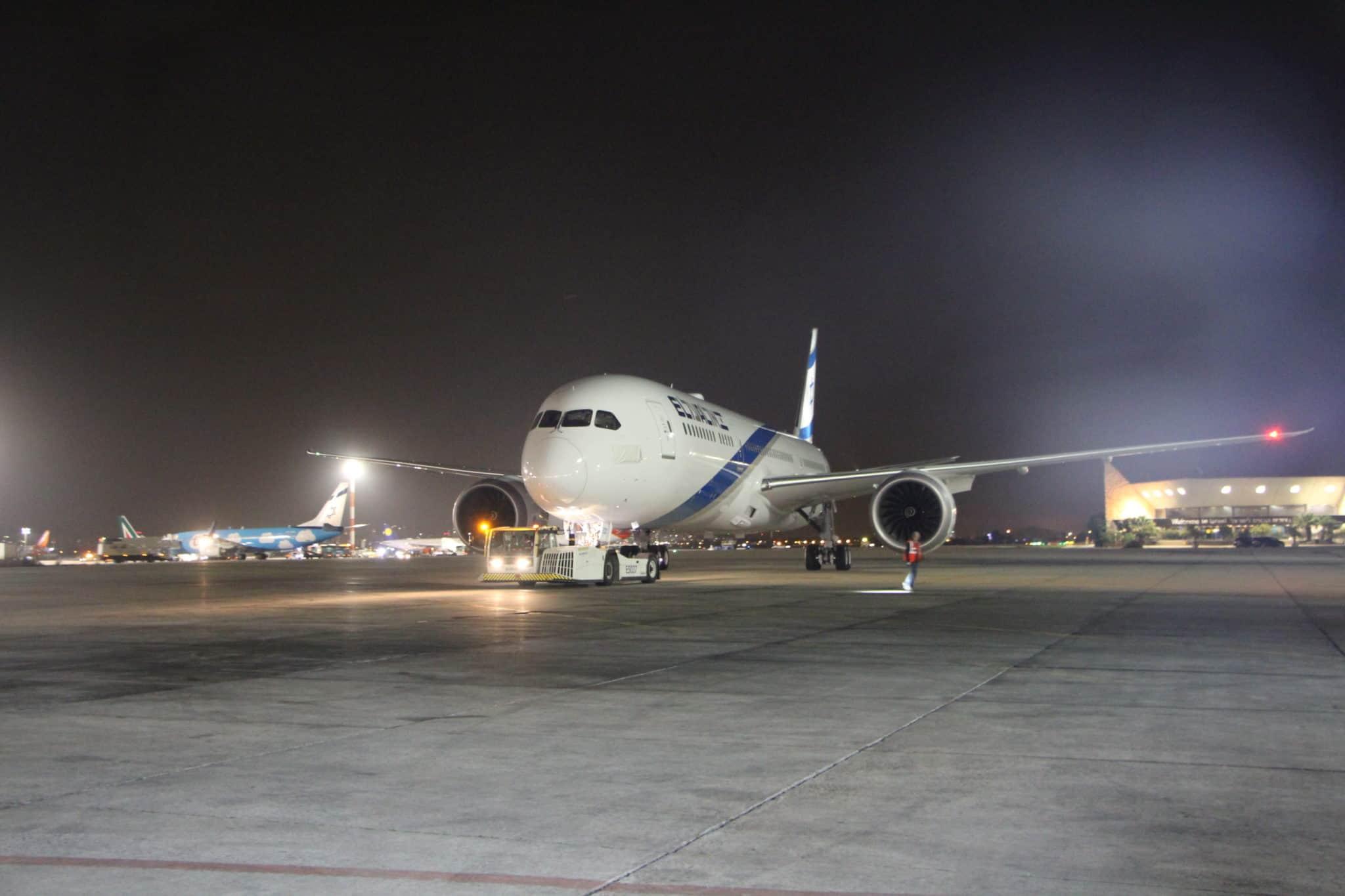 """מטוס הדרימליינר הרביעי של """"אל על"""" הנקרא  """"חיפה"""", נחת בישראל"""