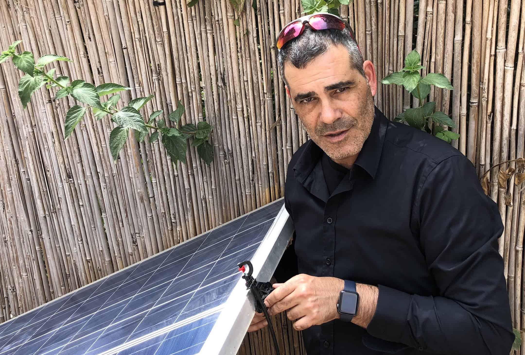 המצאה ישראלית: פתרון ייחודי לניקוי ושטיפת פאנלים סולאריים