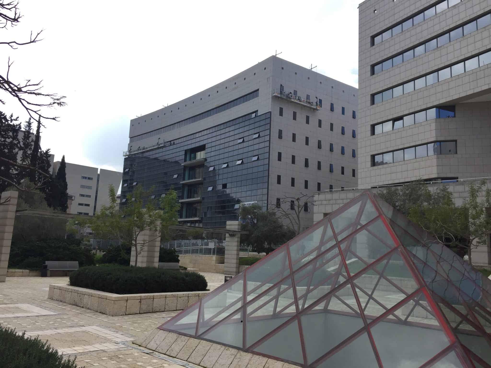 """חברות הנדל""""ן """"מנו סיטי"""" ו""""במבוק נכסים"""" בבעלות משה מנו רכשו למעלה ממחצית ממגדל משרדים יוקרתי בחיפה"""