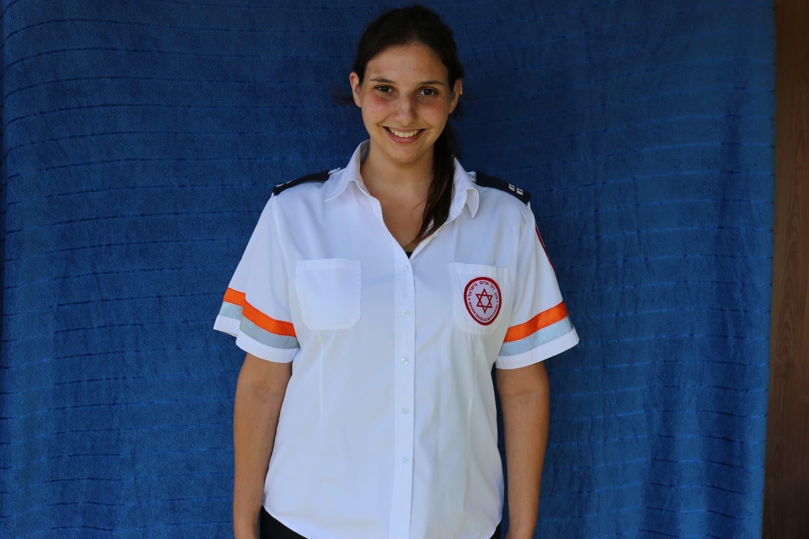 """פאראמדיקית מד""""א טל רבין הצטרפה למשלחת הסיוע שיצאה לגואטמלה בעקבות התפרצות הר הגעש 'פואגו'"""