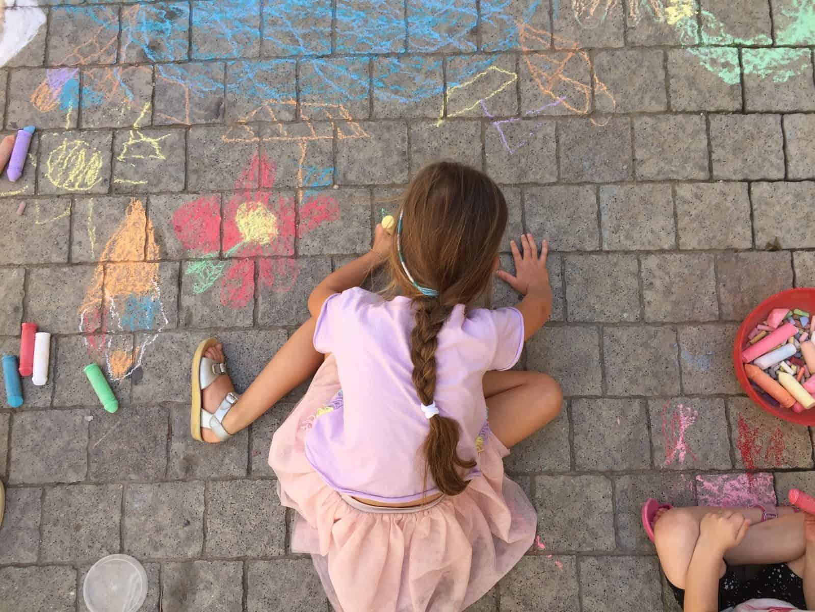 'ציור מדרכות': ציור מודרך בגירים