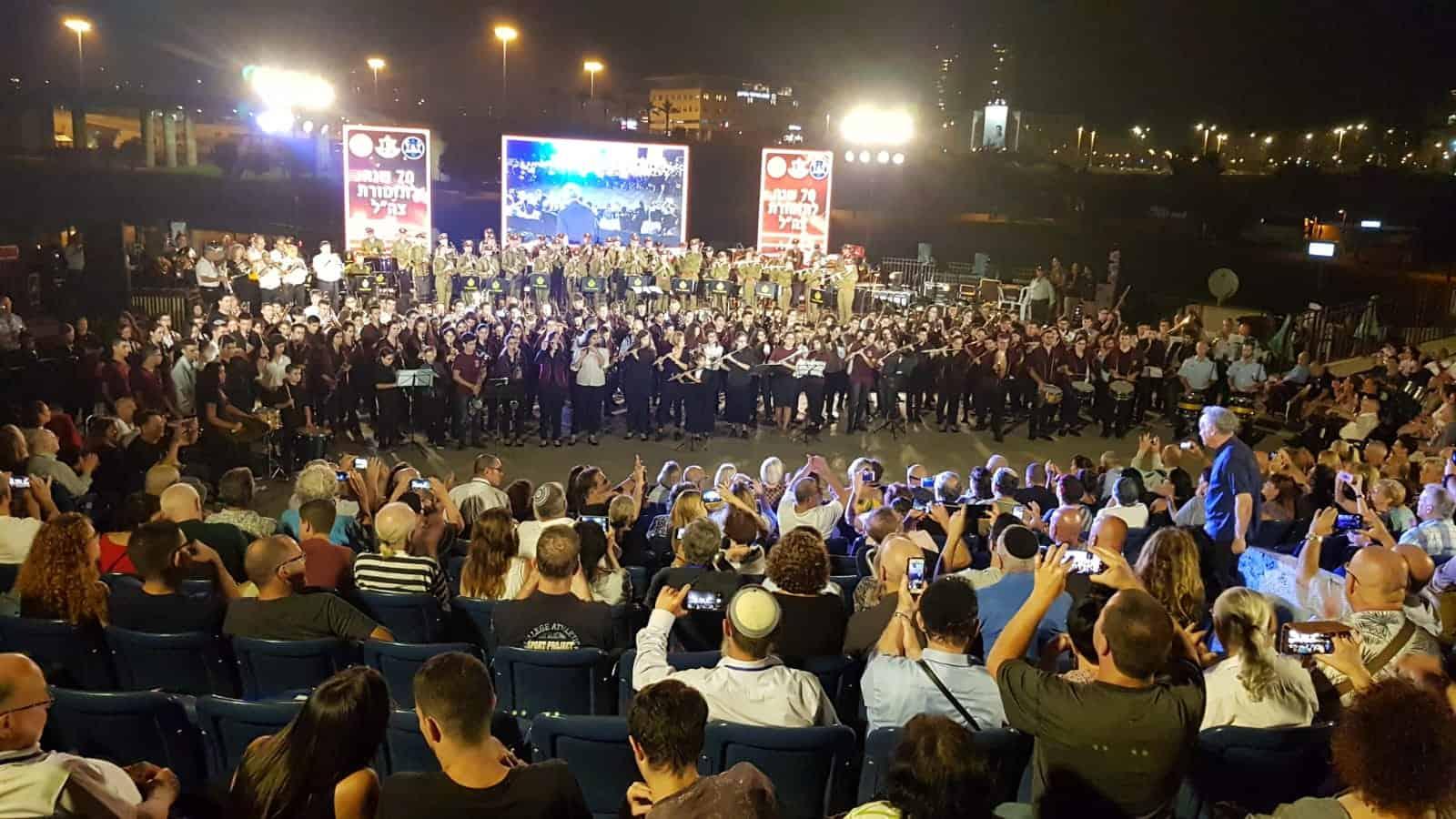 """""""צ.ה.ל. צועד"""" עם תזמורת הנוער העירונית קרית ים ותזמורות נבחרות"""
