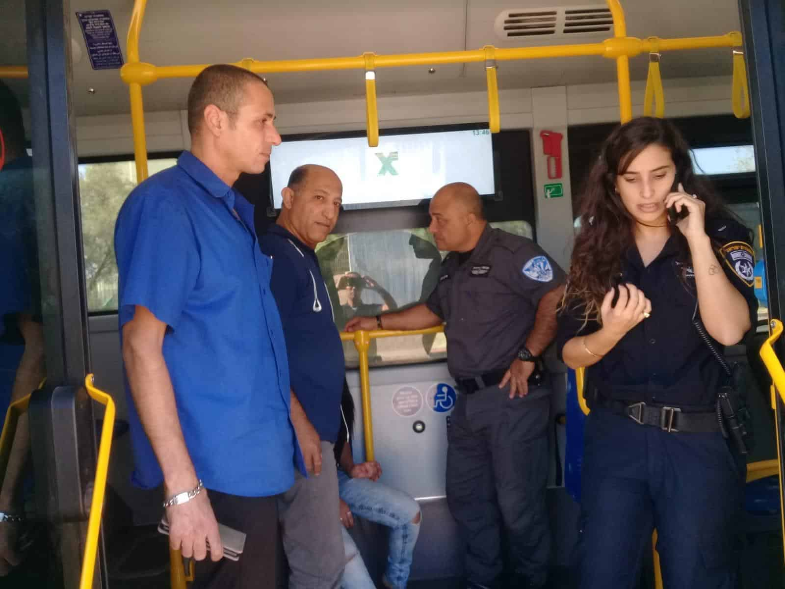 קרית ים: השיטור הקהילתי הציל  חייה של נוסעת שהתמוטטה באוטובוס
