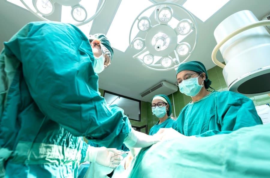 45% מהישראלים בני 55 ומעלה מעוניינים לעשות ניתוח פלסטי בעפעפיים