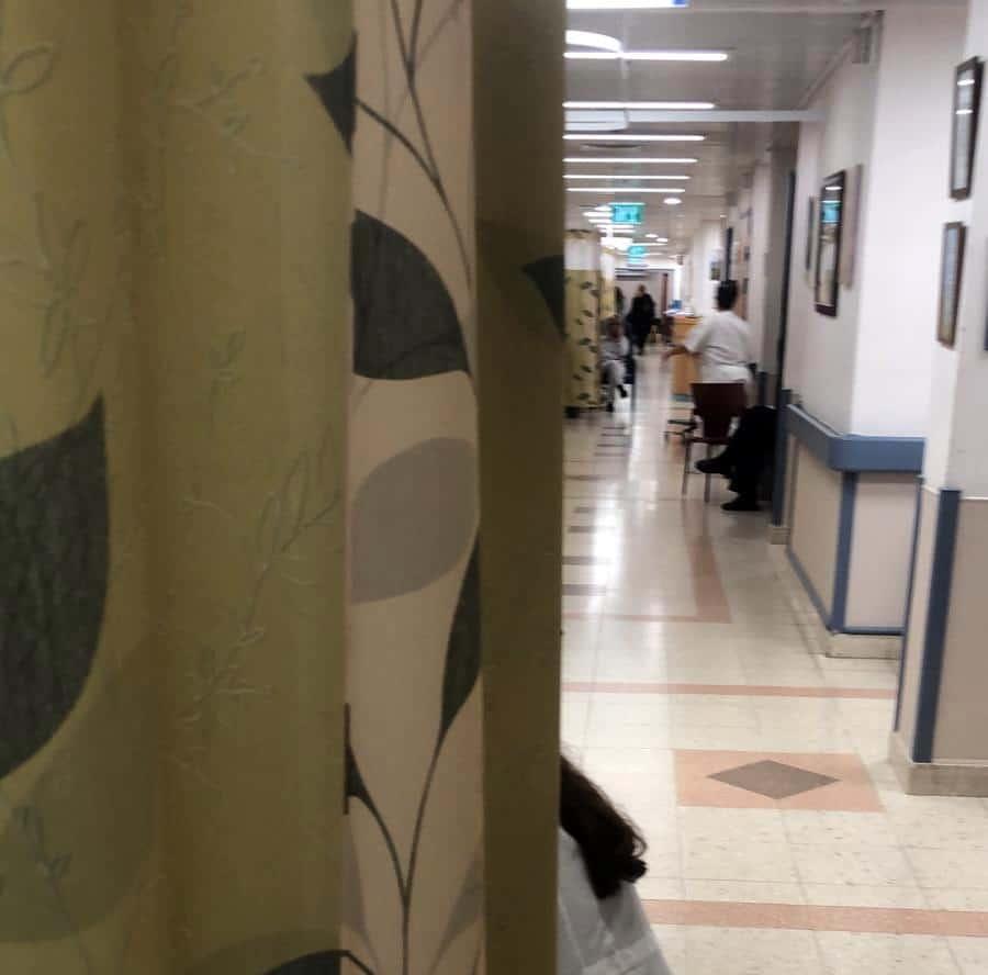 """מחלקות פנימיות בבתי החולים :""""בית משוגעים"""", """"זה נעשה רע יותר ויותר ולאף אחד לא אכפת"""""""