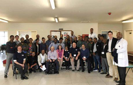 לראשונה באפריקה: רופא ישראלי מכשיר צוותים מקומיים לטפל בעיוותים אורתופדים בילדים