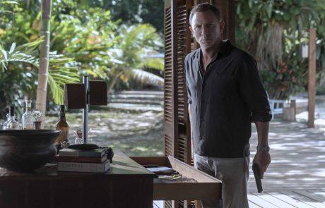 007 השחקן דניאל קרייג חושף את השעון החדש של אומגה