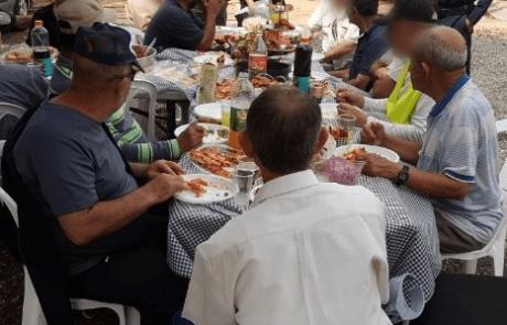 אור עקיבא: ארוחת בוקר במטה המשטרה לעשרות פועלי הניקיון בעיר