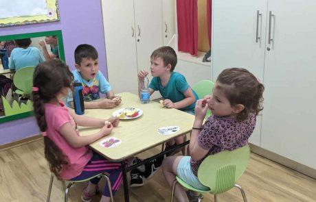 העדה הספרדית בחיפה מסייעת לילדי גן