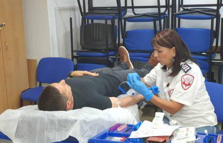 """2,208 אזרחים תרמו דם בעמדות מד""""א"""
