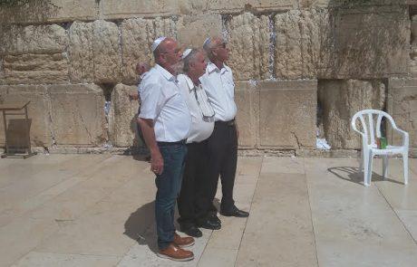 """רבני ירושלים התרגשו לקבל את ספר הילדים: """"אריות על הגבעה"""""""