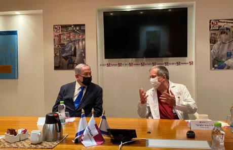 """ראש הממשלה בביקור בחמ""""ל הקורונה ברמב""""ם ובנמל חיפה"""