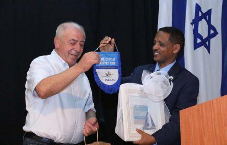 קרית ים: שגריר אתיופיה בארץ נפגש עם ראש העיר