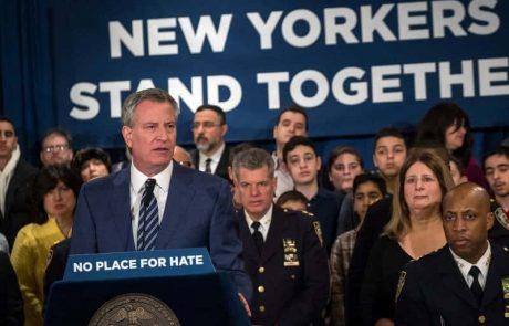 """ראש עיריית ניו יורק """"NO PLACE FOR HATE"""""""