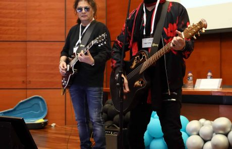 """רמב""""ם: הגיטריסט שחזר לחיים…"""