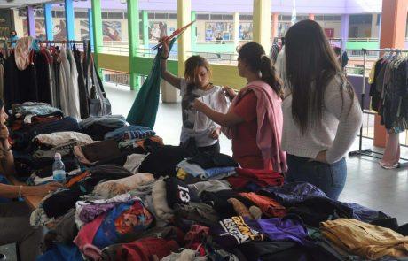 תלמידים מפעילים חנות יד שניה