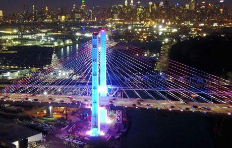 יום העצמאות הישראלי-ניו יורק מוארת בכחול לבן