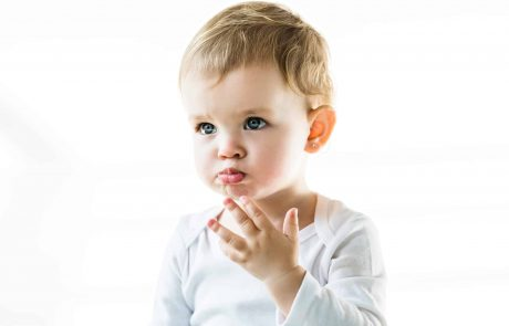 עגילים לתינוקות: באיזה גיל כדאי להתחיל?
