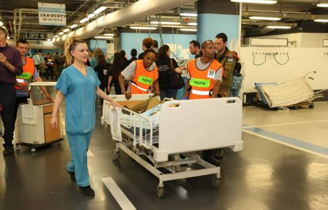 """אחרי 26 יום: המטופל הקשה ממחלקת הקורונה ברמב""""ם השתחרר לביתו"""