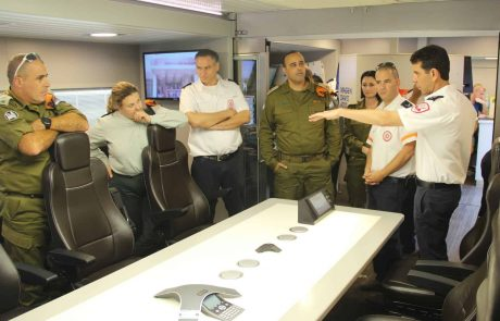 """מפקד פיקוד העורף, אלוף תמיר ידעי ביקר במרכז שירותי הדם של מד""""א"""