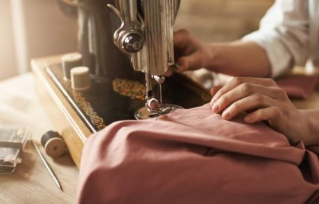 מהם היתרונות של הדפסה על חולצות לעסק?