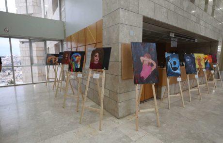 תערוכת ציורים של נערות בסיכון מוצגת בבית משפט השלום בנצרת