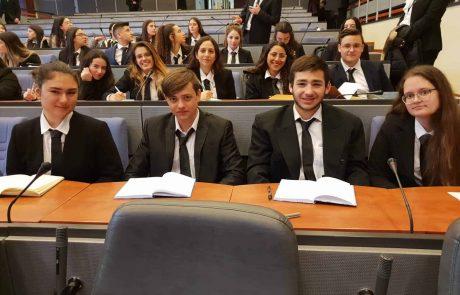 """משלחת שגרירים צעירים מביה""""ס רבין קריית ים מייצגים את ישראל"""