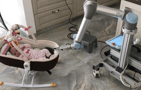 הרובוט שמנדנד את העריסה שלי