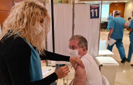 """ברמב""""ם החלו במתן החיסון השני לצוות וגם למתחסנים מהקהילה"""