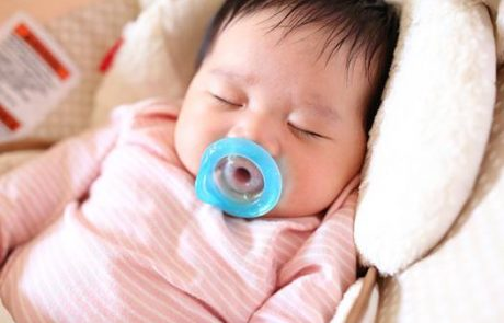 התינוק בוכה בנסיעה- הנה כמה טיפים שיסייעו לכם לנסוע בשקט ובבטחה