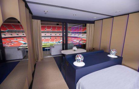 החלום והמציאות: לצפות בגמר היורו מהמיטה באצטדיון וובלי