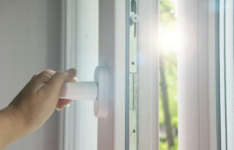 מקצוענים: אחים פרץ יצרני דלתות זכוכית