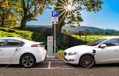 מה קובע החוק לגבי עמדת טעינה לרכב חשמלי בבית משותף?